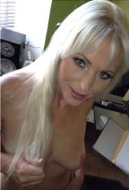 Blondine will geilen Amateur Sex.