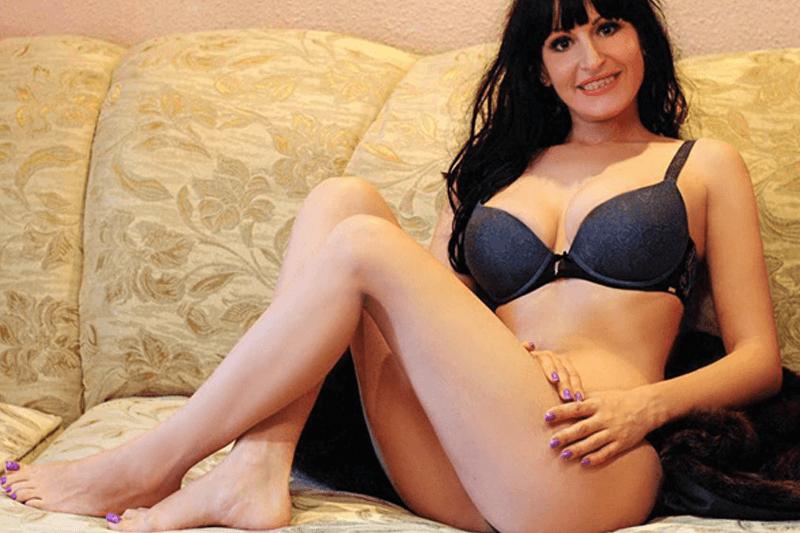 Amateur Girl zeigt sich verführerisch auf privatem Sexcam Foto