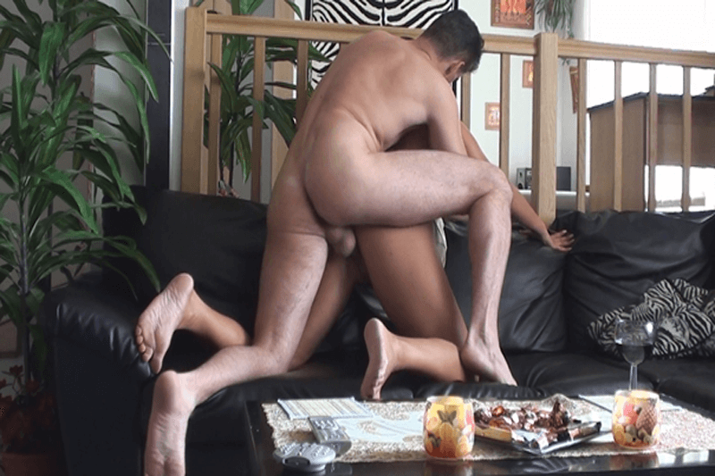Deutsche Ehesau wird von ihrem Mann von hinten in die klitschnasse Fotze gefickt