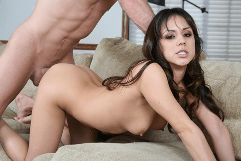 Gratis Amateur Sex Foto zeigt geilen Arschfick mit einem jungen Amateurgirl