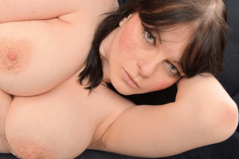 Gratis Sexbild eines reifen Amateurweibs mit fette Titten
