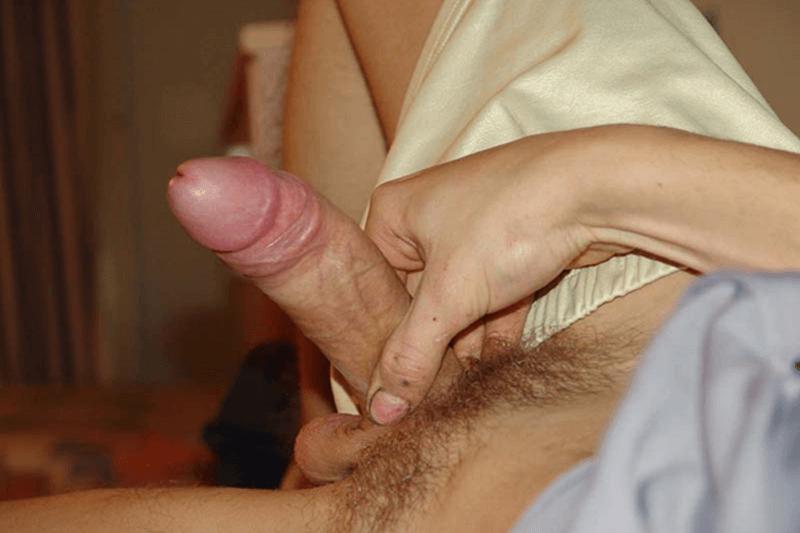 POV Amateursexfoto wie sich ein schwuler junger Kerl einen runter holt