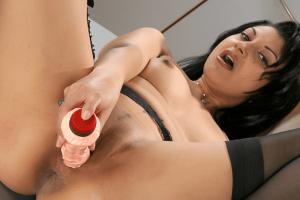 Geiler Dildosex im Büro auf private Sexfotos