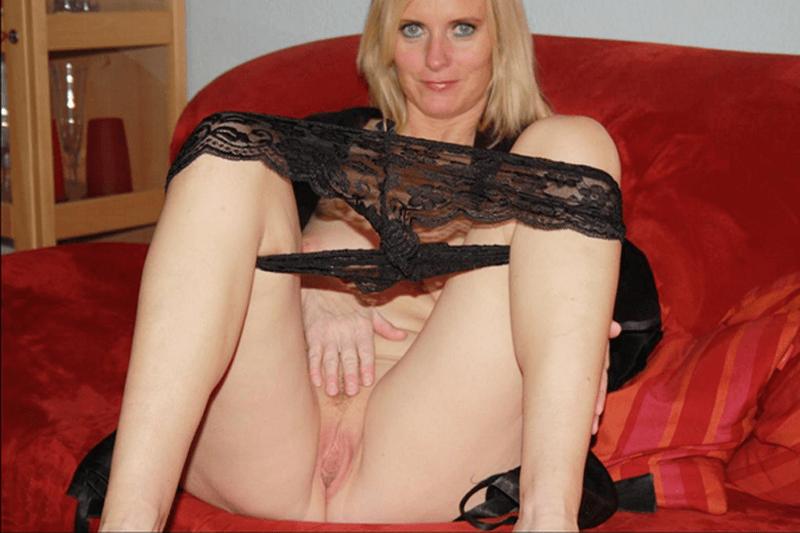Reifes Amateur Weib wichst sich vor der Sexcam die feuchte Fotze