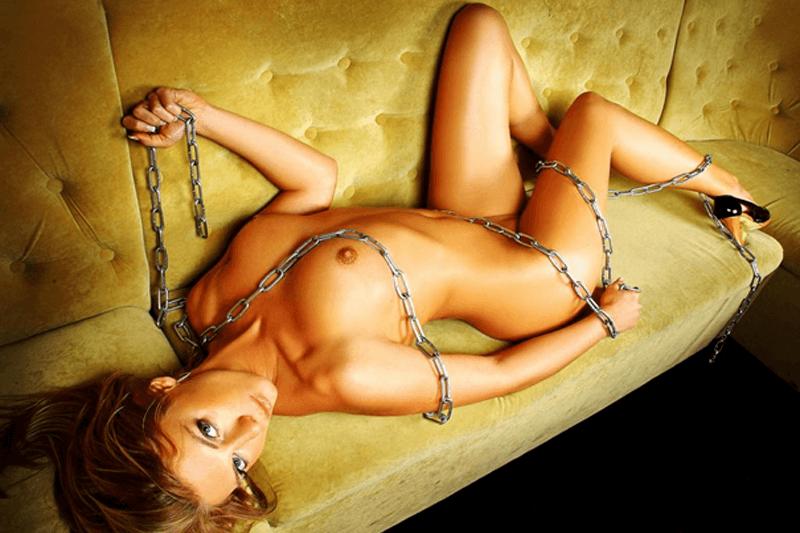 Sexy Sex Cam Girl zeigt sich auf privatem Foto aus einer Live Erotik Show