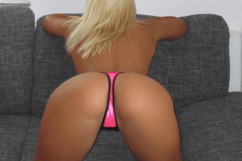 Sexy Teen Luder zeigt ihren knackigen Arsch auf einem privaten Amateursexfoto