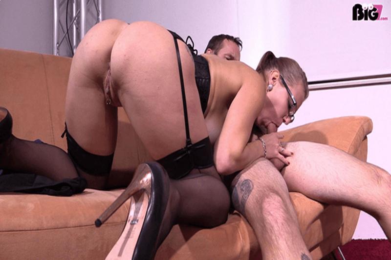 Geile Eheschlampe beim Blowjob Sex auf privatem Pärchen Sex Foto