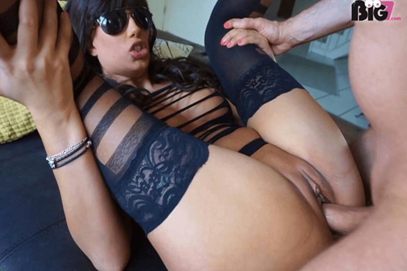 Junges Amateurgirl zeigt sich beim Ficken mit einem privaten Sexkontakt aus dem Internet