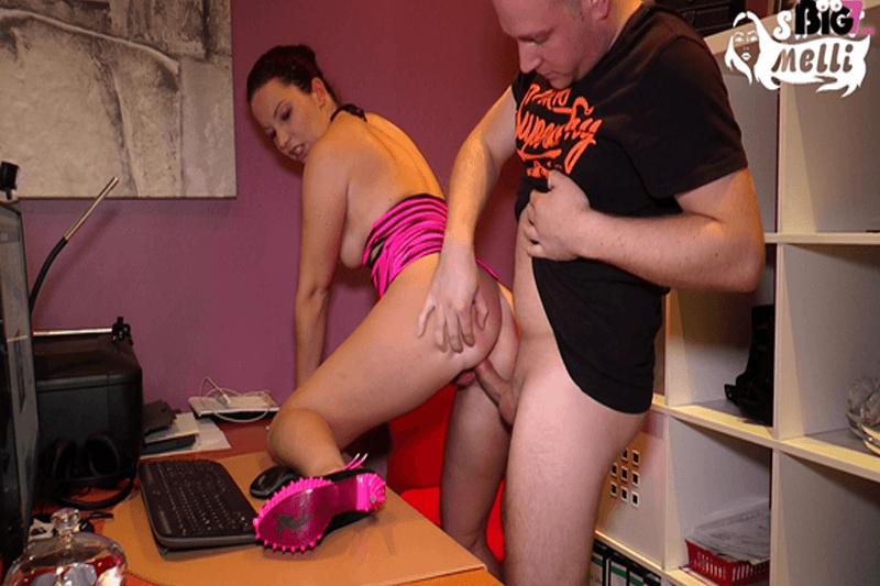 Junges Paar zeigt sich beim privaten Sex auf unzensiertem Amateur Sex Foto