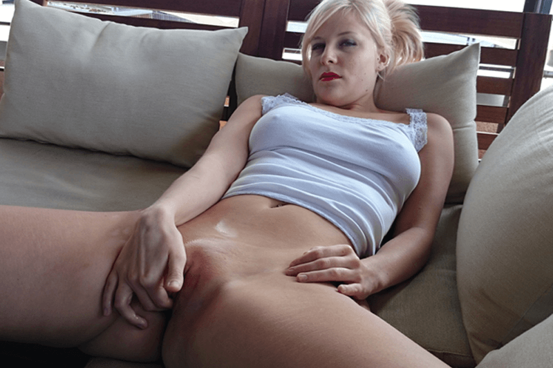 Rasierte junge Frau sucht geile Sexkontakte zum gratis Ficken