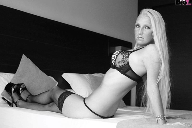 Sexy Amateur Frau zeigt sich auf privatem HD Amateursexfoto in scharfe Dessous