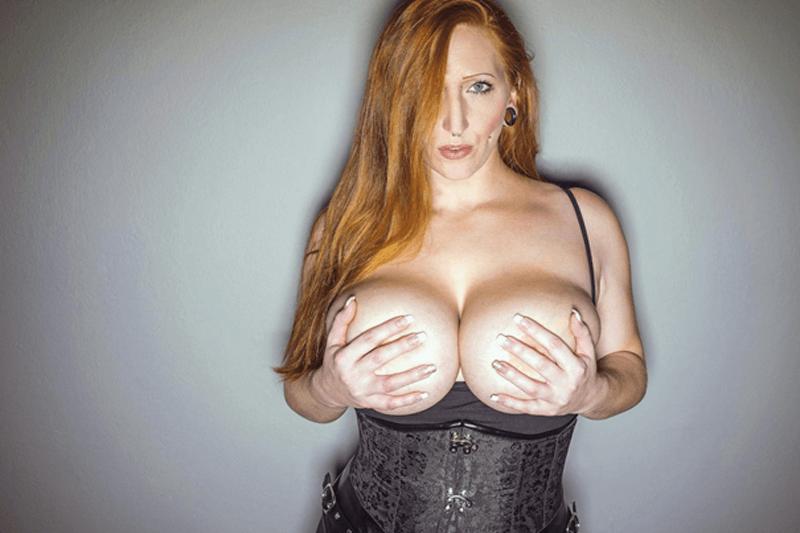Willige Amateurnutte zeigt auf privatem Sexbild ihre dicken Naturtitten